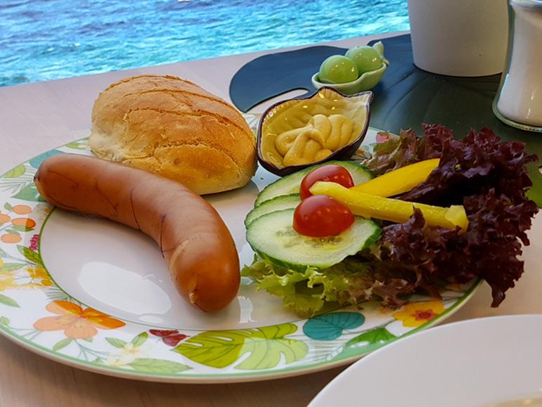 Bockwurst-mit-Beilage-Cafe-Yellowbrasil