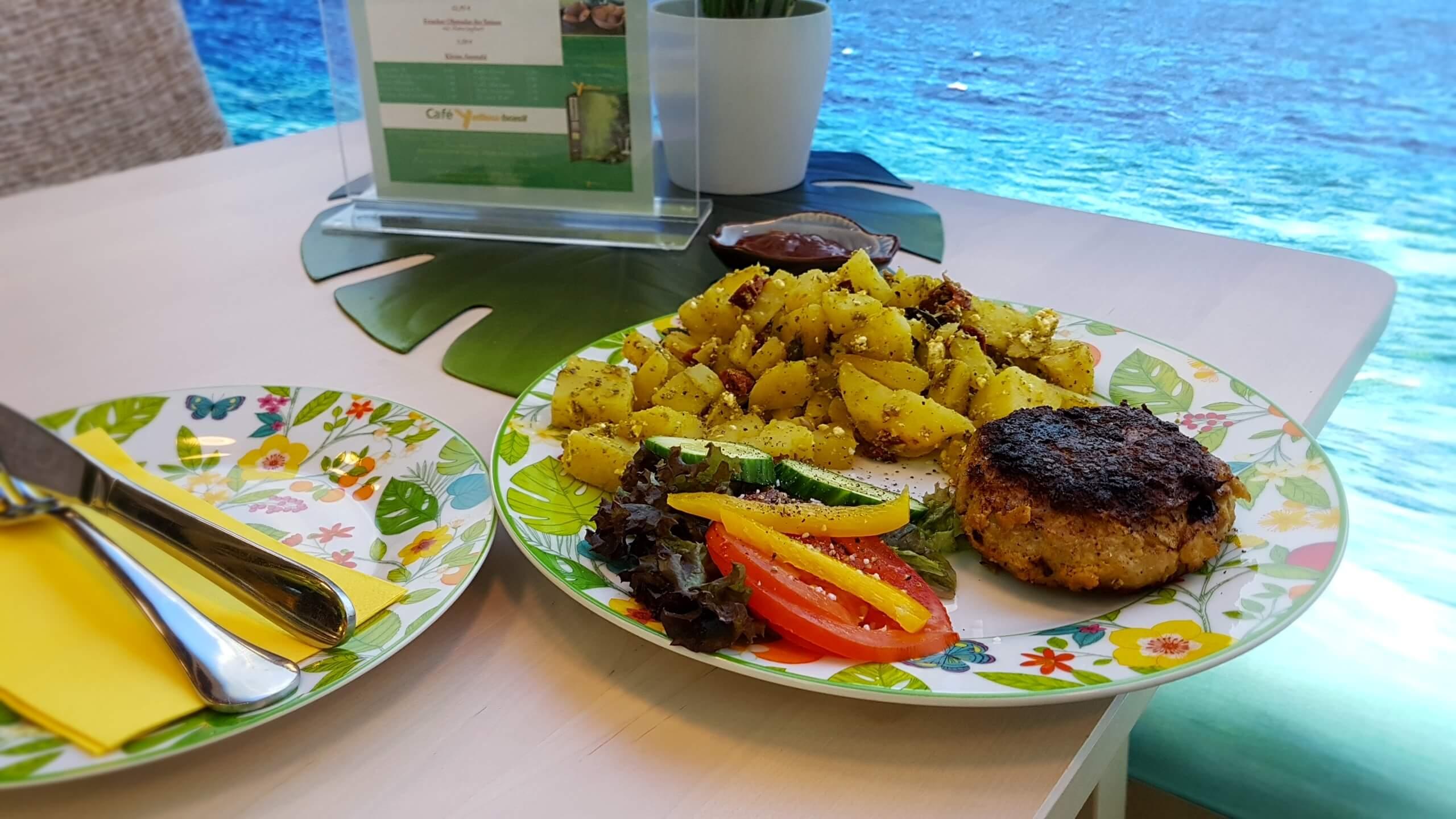 Frikadelle mit hausgemachten Kartoffelsalat cafe yellowbrasil