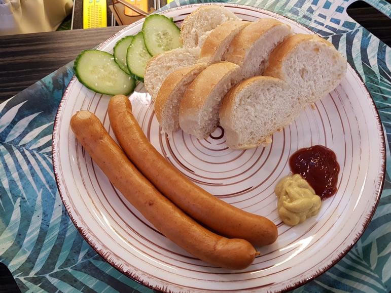 Wiener-mit-Brot
