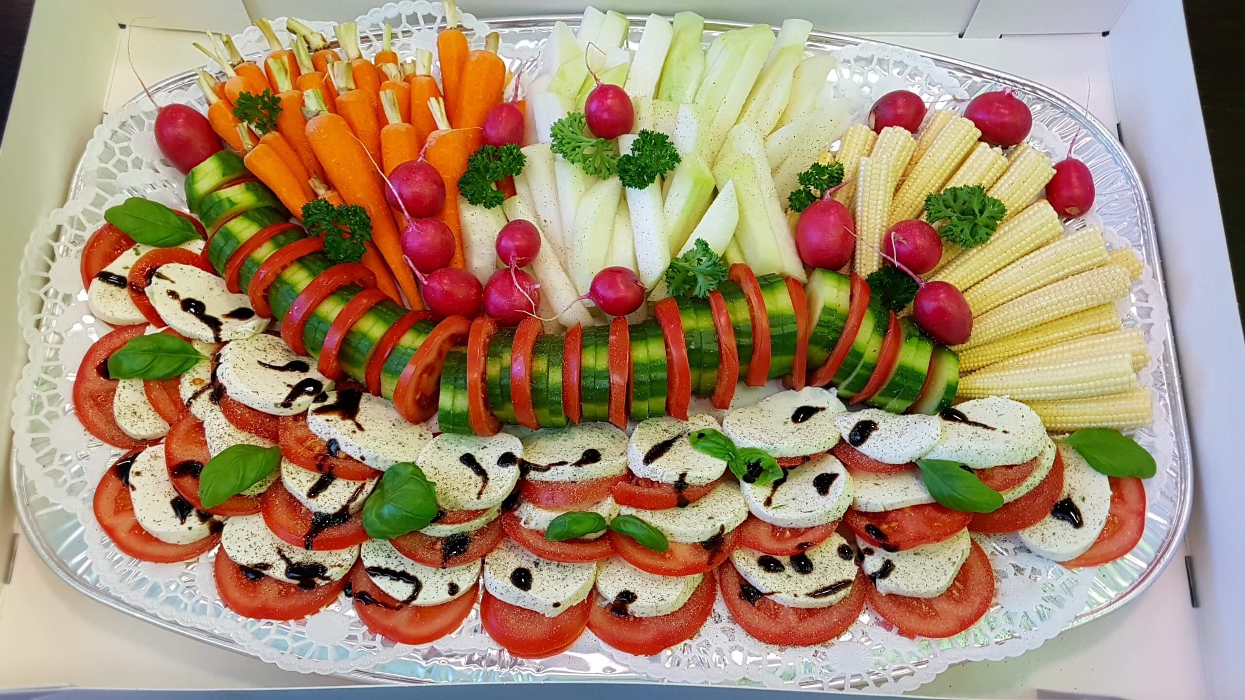 Gemüseplatte mit Tomate Mozarella